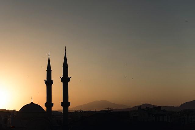 الدين والعادات والتقاليد